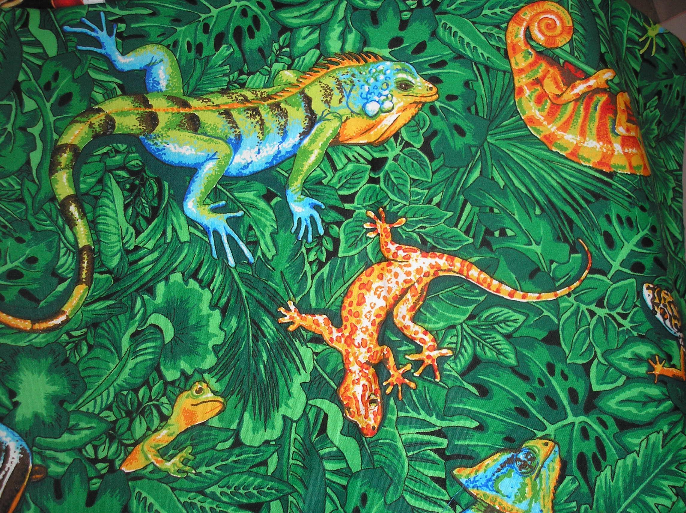 lizards on green